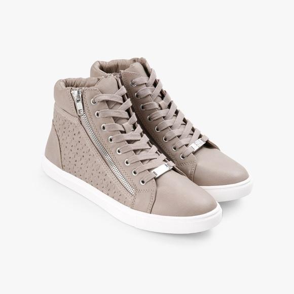 b5bc1c57f25 Steve Madden Eiris Sneakers 👟❤️